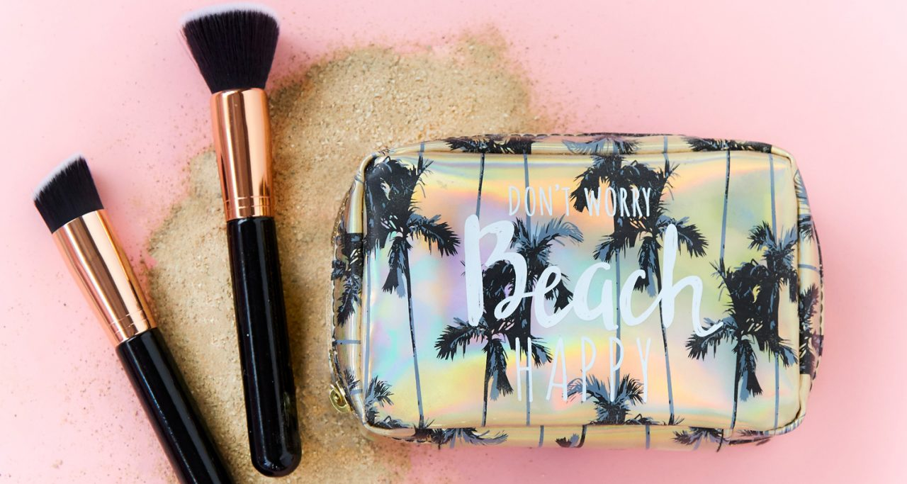 Beach styled cosmetics bag